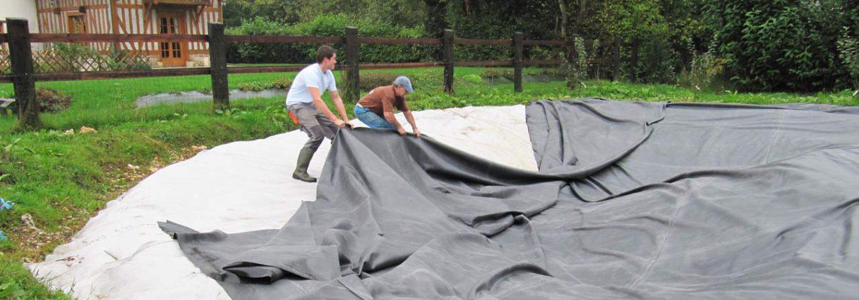 Création d'un bassin : tirer la bâche