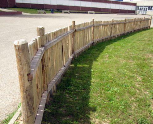 Clôture bois en demi-rondin
